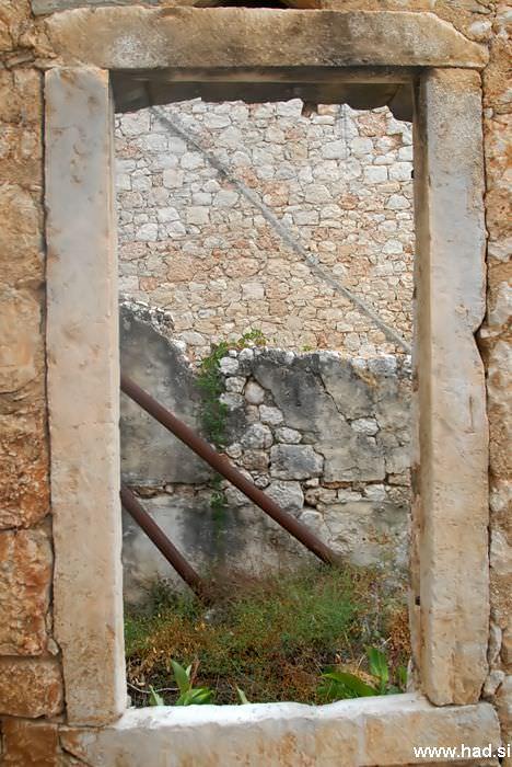 pogled-skozi-okno-02.jpg