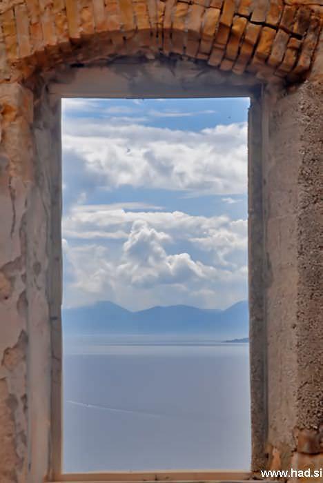 pogled-skozi-okno-03.jpg