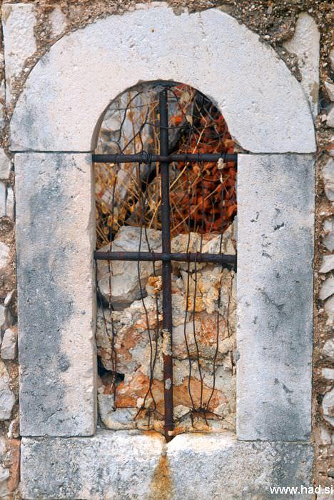 pogled-skozi-okno-05.jpg