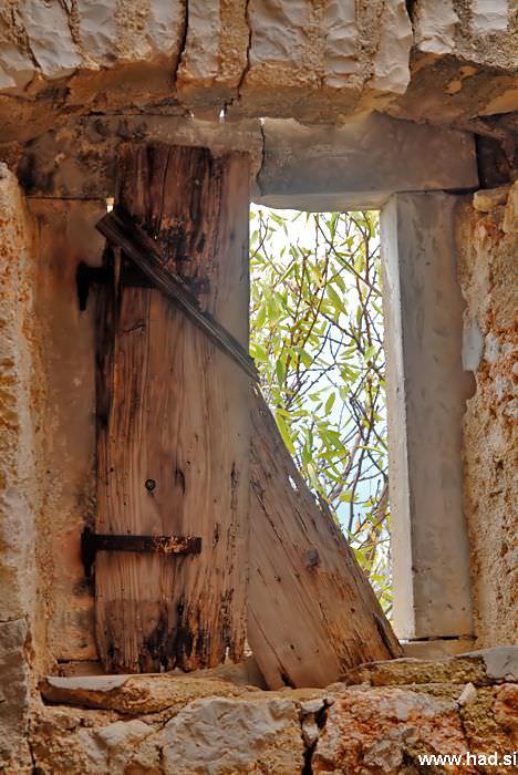 pogled-skozi-okno-06.jpg