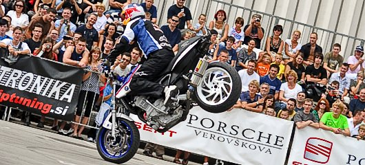 auto-motor-show-ljubljana-chris-pfeiffer-stunt-show-001.jpg