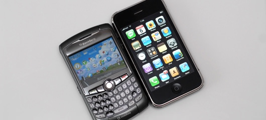 blackberry-curve-8310-vs-iphone-3g-01.jpg