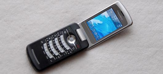 blackberry-pearl-flip-8220-photos.jpg