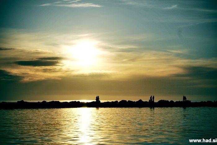 glej-sonce-zahaja-in-dan-pojde-spat-03