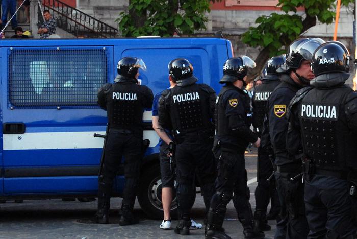 policija_presernov_trg_02