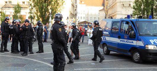 policija presernov trg
