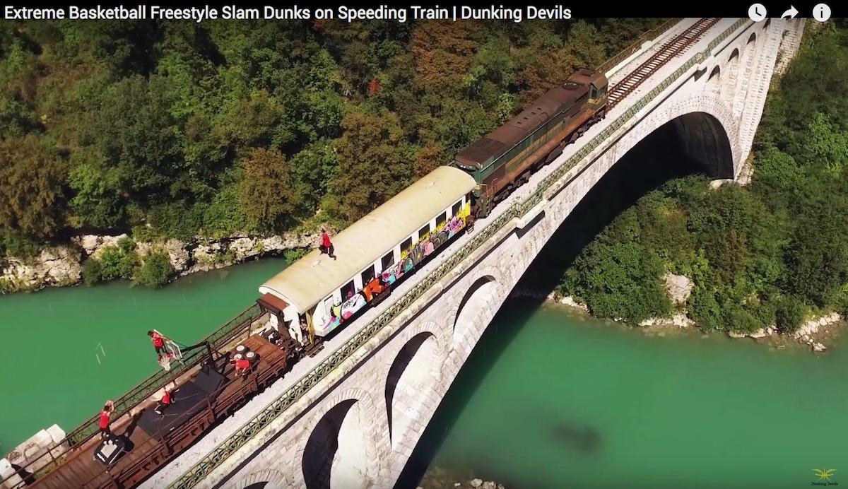 Dunking Devils in Slovenske železnice / zabijanje na drvečem vlaku