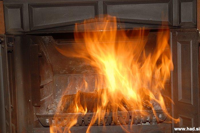 plinska-kriza-ogenj-v-kaminu-02