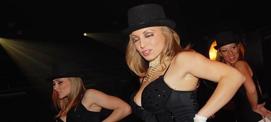 kabaret fotografije 02 Si jedla sir   Sandra Auer vs Ines Juranovič   nov internetni hit