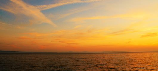 Jutranje nebo na morju 7