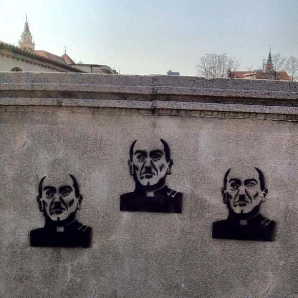 grafit zmajski most Politikis, Dejan Kaloh, laži in zavajanja