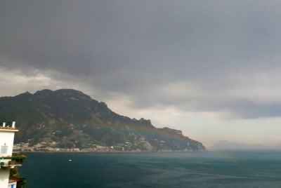 Mavrica nad morjem   kraj Amalfi fotografije