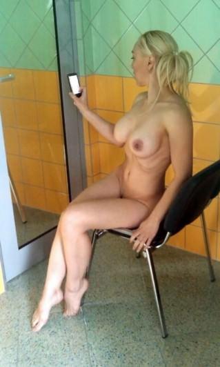 Hot Doll Iris   #FriskyFriday Twitter   NSFW fotografije in video fotografije