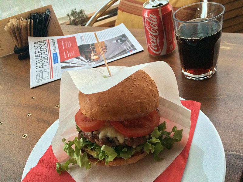 Kavarna Tiskarna hamburger