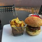 Spirit Bar & Kitchen in njihov XL Burger