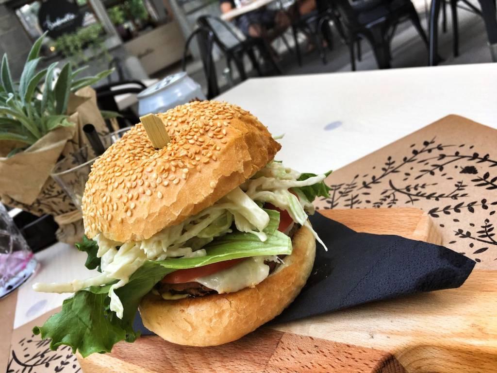 Barbarella arkade / BBQ veganski cheese burger