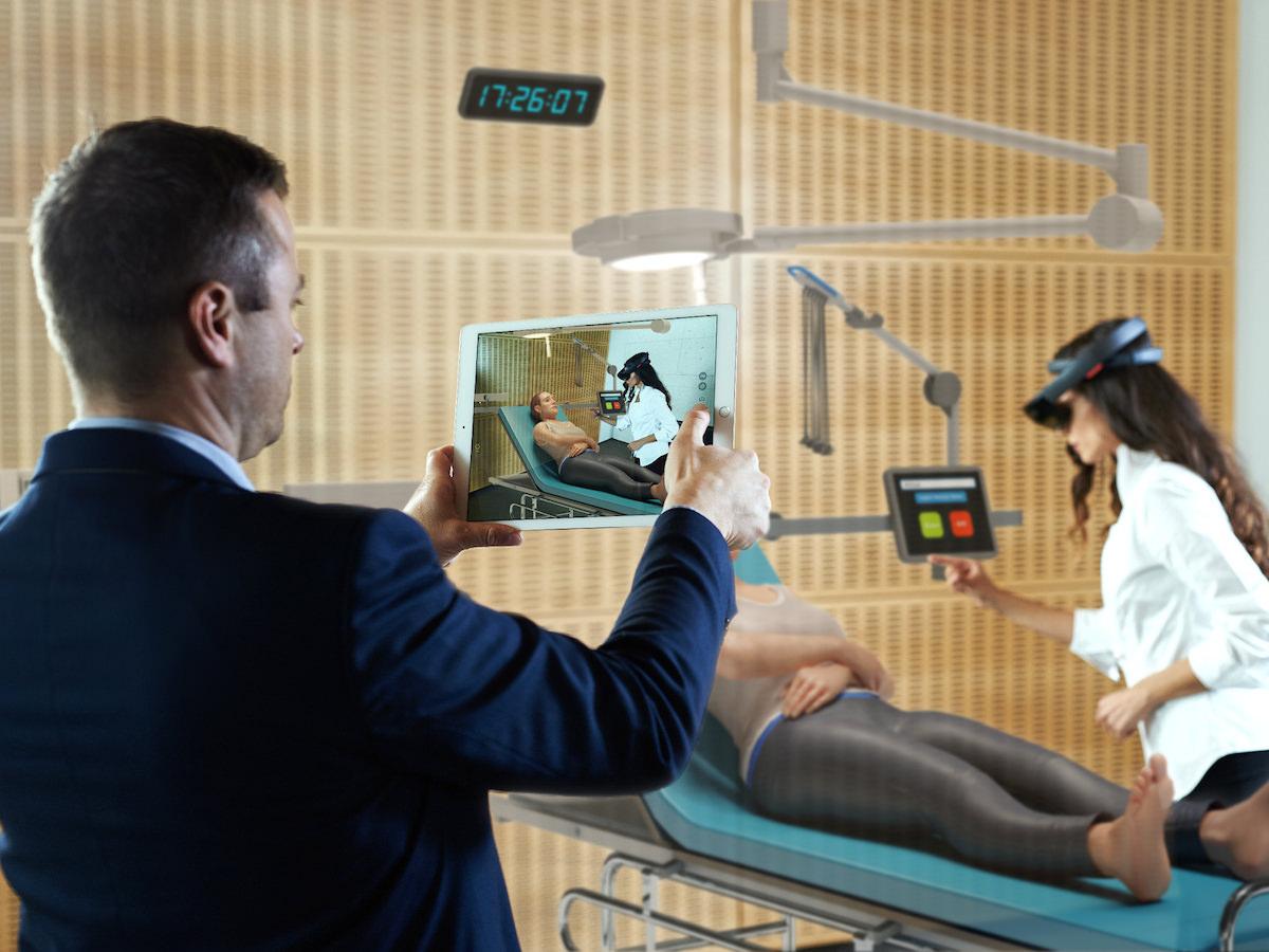 Awake platforma za simulacije nujnih medicinskih stanj s pomočjo obogatene resničnosti HoloLens