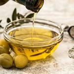 Tudi oljcno olje ponarejajo v Sloveniji 11 spornih deviskih oljcnih olj