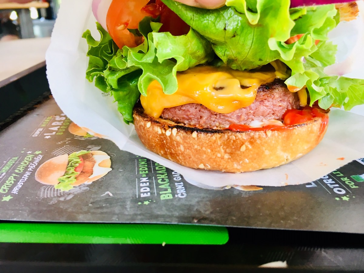 Beyond Meat LarsSven burger LarsSven veganski burger2
