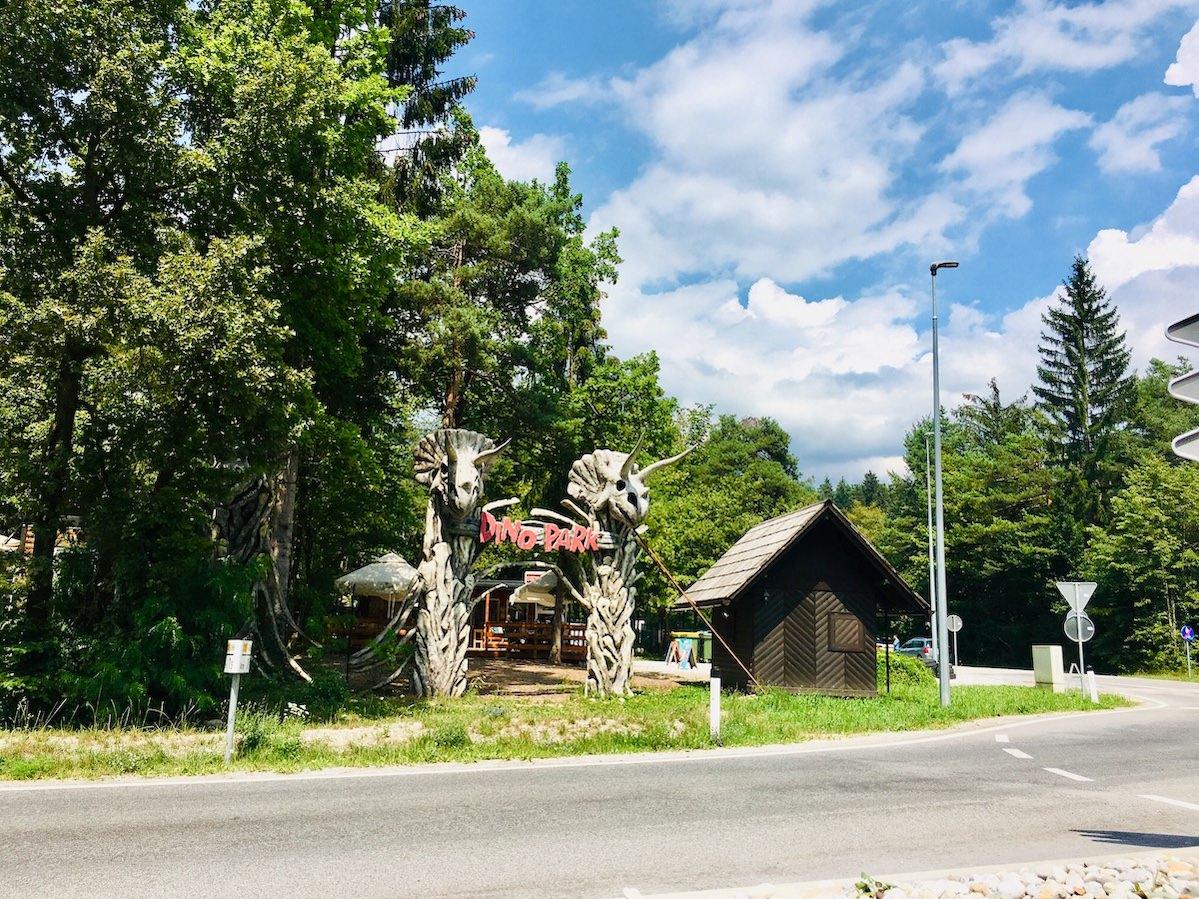 Pred prihodom na Bled vas pozdravi Dino park dobrodosli v pradavnino