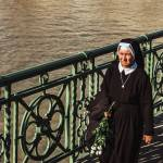 Zakaj Bernarda Brscica motijo nune rjuha na zenski je simbol nasilja nad zenskami