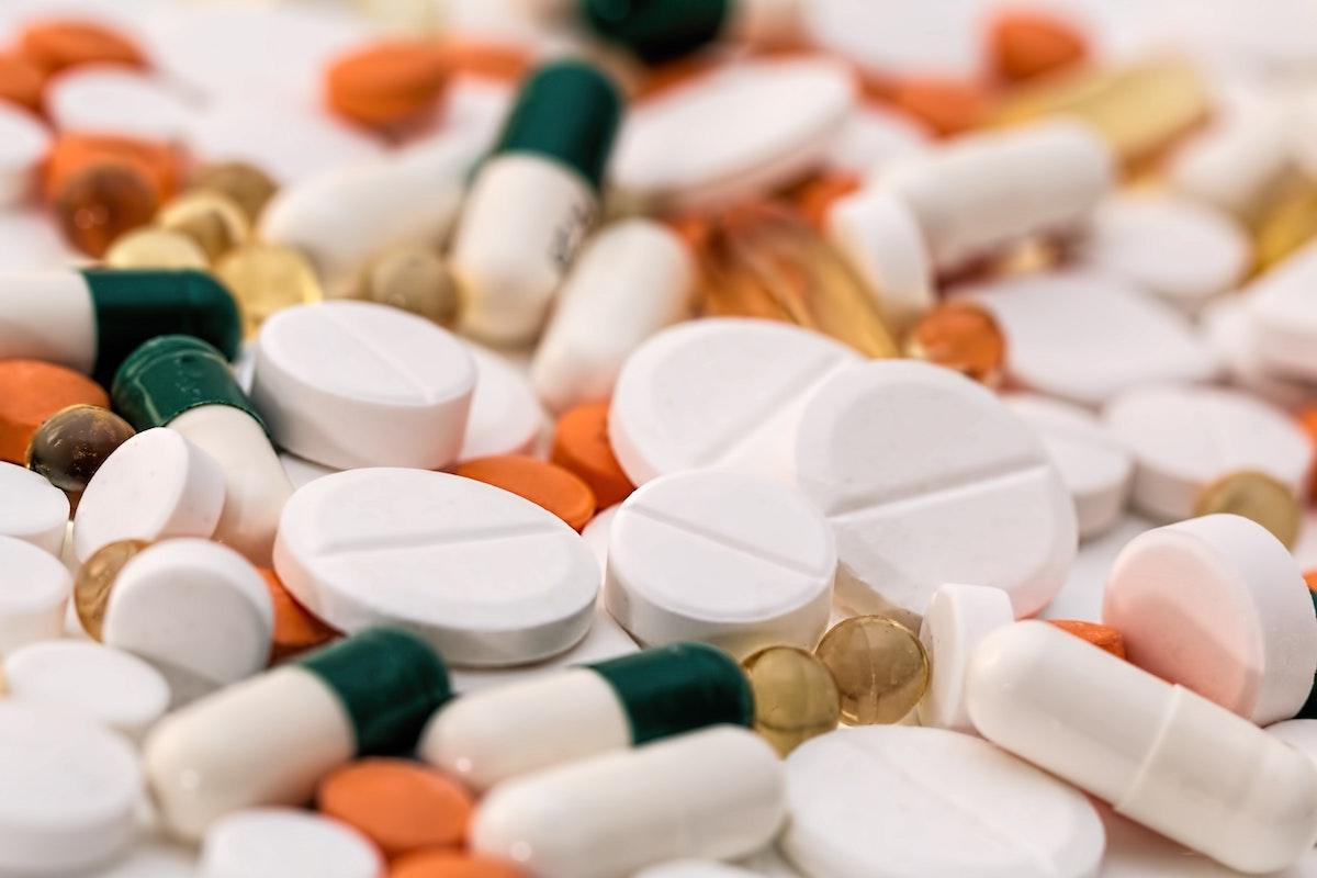 Ali bosta NIJZ in MZ prepovedala uporabo paracetamola zaradi zastrupitev