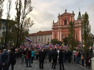 Oto Pestner je prepeval na dogodku Resimo SlovenijaSDS SLS ponosen sem na vas