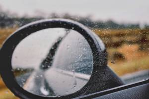 Zakaj nastanejo zastoji na cestah ob prvih kapljicah dezja