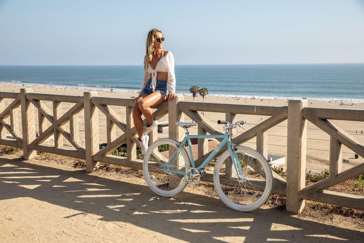 Obvezna zascitna kolesarska celada za voznjo s kolesom
