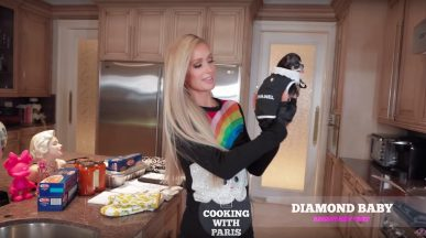 Cooking with Paris Paris Hilton ima svojo 22kuharsko oddajo22 na YouTubeu