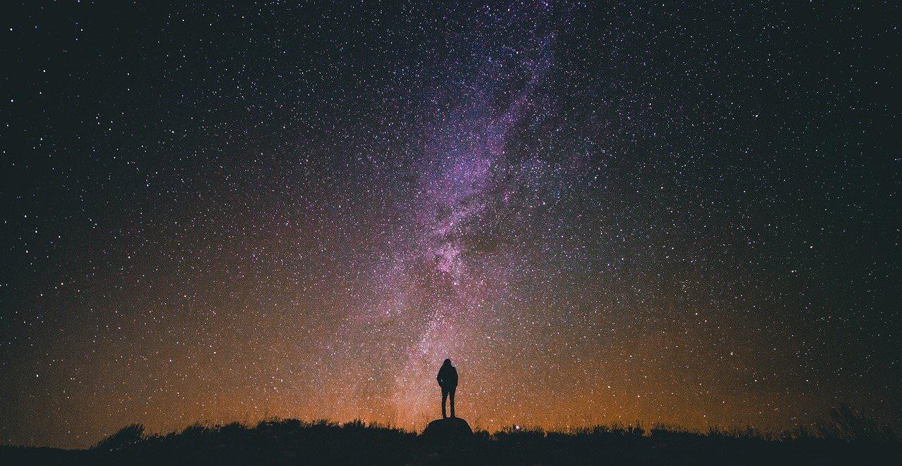 Vcerajšnje lucke na nebu so bili Starlink sateliti Elona Muska