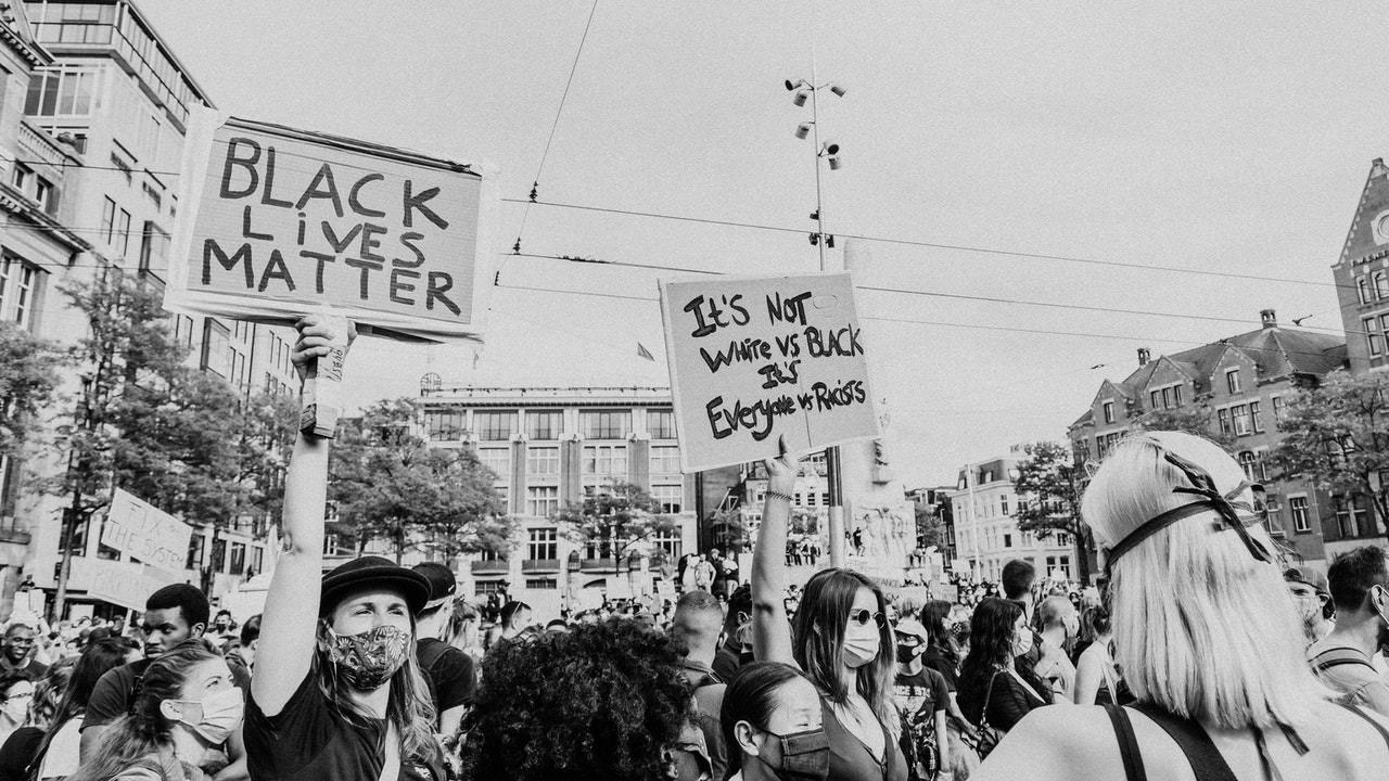 Kaj je blacklivesmatter in zakaj je alllivesmatter rasisticen odgovor na BLM