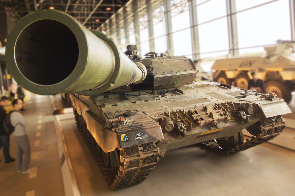 Jaz sem ZA posvetovalni referendum o 780.000.000 evrov vredni nabavi orozja ker Slovenija ni vojasko ogrozena