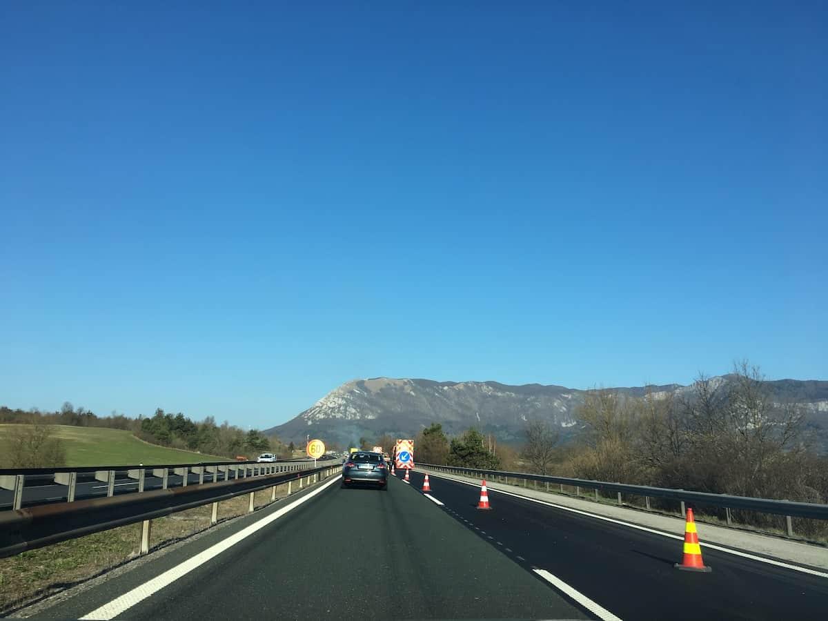 dars popravlja ceste